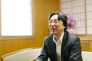 酒井田柿右衛門(十五代)「伝統の中で生きる、十五代の「色」インタビュー